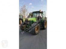 Trattore agricolo John Deere 7600 usato