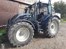 Tractor agrícola Valtra N134 versu usado