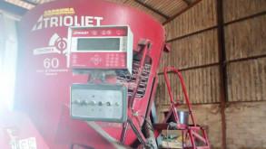 Material de ganadería Trioliet TRIOMIX 1200 Distribución de forraje Mezcladora usado