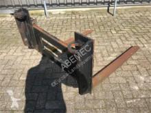outils du sol Manitou FEMII bord met industrielepels 180cm