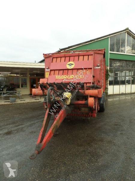 Voir les photos Remorque agricole Taarup 1030