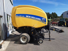 New Holland Hengerbálázó prés ROLL BELT 180
