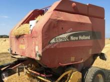 kosenie lúk a sušenie sena Lis na okrúhle balíky New Holland