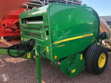 John Deere F440E Press med runda balar begagnad
