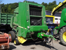 Press med runda balar John Deere