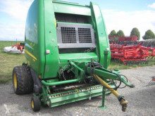 Press med runda balar med variabel kammare John Deere 854