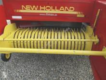 Presse à balles carrées New Holland