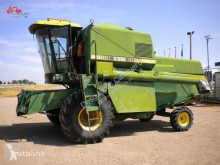 Moissonneuse-batteuse John Deere 1085