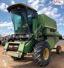 Moissonneuse-batteuse John Deere 965