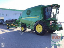 Moissonneuse-batteuse John Deere W440