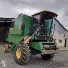 John Deere moissonneuse batteuse 1075
