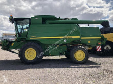 Moissonneuse-batteuse occasion John Deere T 670 i
