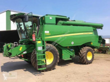 Moissonneuse-batteuse John Deere T560