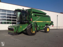 Moissonneuse-batteuse John Deere 2264