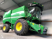Moissonneuse-batteuse occasion John Deere S 680i