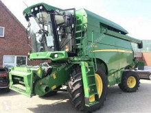 Moissonneuse-batteuse John Deere