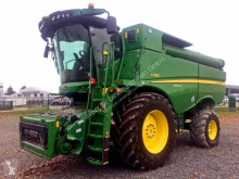 Moissonneuse-batteuse John Deere S780