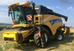 New Holland Arató-cséplő kombájn