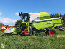 حصاد آلة حصاد ودرس Claas Avero 240 APS