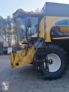Cosechadora con seis sacudidores New Holland CS640