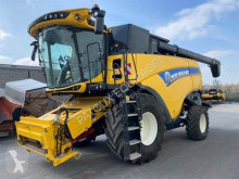 New Holland Arató-cséplő kombájn CX 8.85