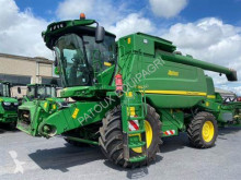 Moissonneuse-batteuse John Deere T660