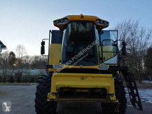 حصاد آلة حصاد ودرس مع 6 هزّازات New Holland CS6070