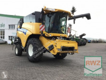 New Holland Arató-cséplő kombájn CX 8040