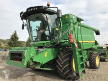 Moissonneuse-batteuse John Deere W550 HM