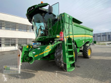 Moissonneuse-batteuse John Deere S680i