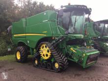 حصاد آلة حصاد ودرس مع دوّار John Deere S 790i