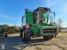 حصاد آلة حصاد ودرس مع 3 هزّازات John Deere W660 Allrad