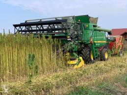 حصاد آلة حصاد ودرس John Deere W660