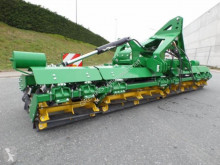 nc Self-propelled silage harvester