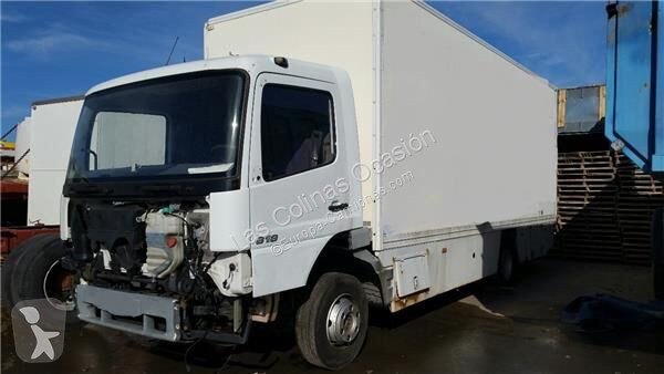Voir les photos Équipements PL nc Marchepied Peldaño Chasis Izquierdo 4-Cilindros 4x2/BM pour camion MERCEDES-BENZ Atego