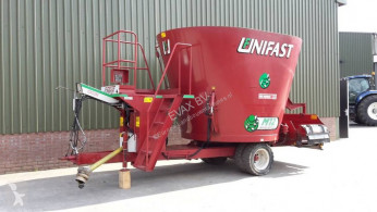 Distribution de fourrage AGM - Unifeed M12 voermengwagen