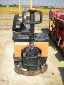 Pallet truck Crown tweedehands