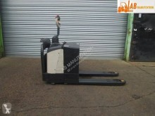 Crown stand-on pallet truck WP2330S