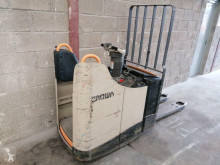 Pallet truck Crown WT 3040 tweedehands