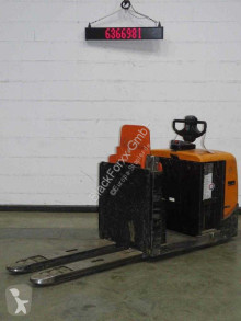 Pallet truck BT ose250 tweedehands