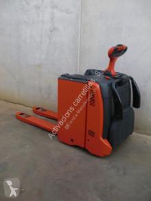 Транспалетна количка Linde T 20 AP с платформа за прав водач втора употреба