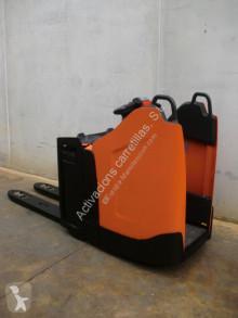 Empilhador porta paletes BT LPE 200 PF com conductor de pé usado