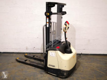 Crown pedestrian stacker WF 3000