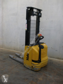 Yale MS 10 stacker
