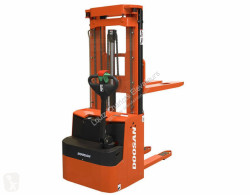 Stacker Doosan LEDS 20 usado