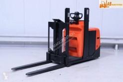 wózek podnośnikowy samojezdny z operatorem stojącym BT