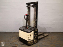 Electrotranspalet Crown WE2000 cu operator pedestru second-hand