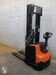 BT SWE 140 stacker