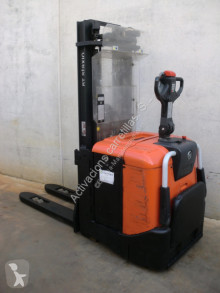 Stacker BT SPE 125 L usado