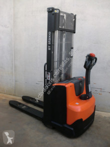 Stacker BT SWE 100 usado